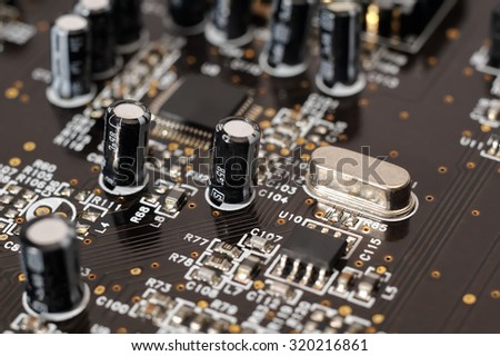 computer board with capacitors / selective focus