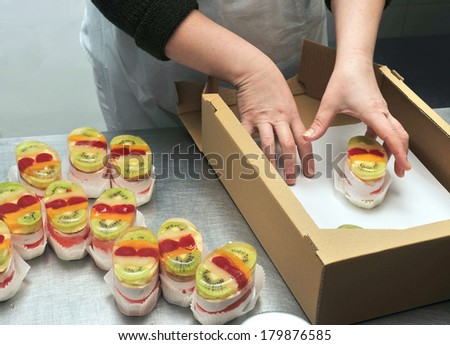 confectioner prepares jelly cake
