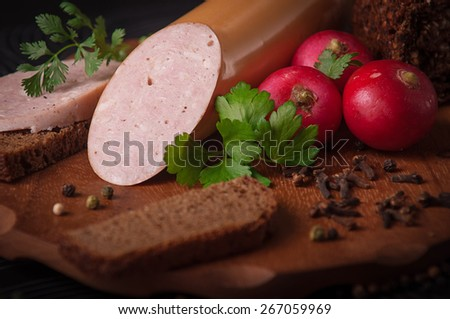 cooked sausage on the cutting board
