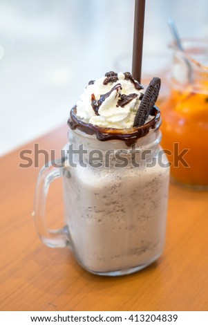 Cookies & cream smoothie on wooden table