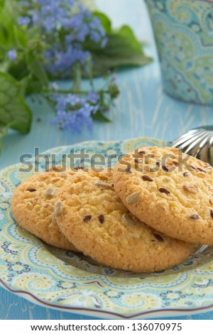 Cookies with cereals and seeds.