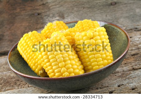 Corn on the cob in a bowl ready to be served.