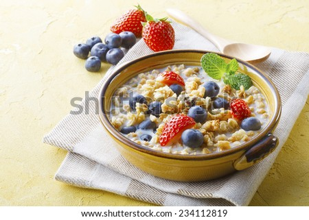 Cornflakes Cereal and fruit