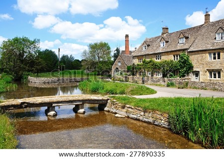 Cotswold cottages alongside the river Eye, Lower Slaughter, Cotswolds, Gloucestershire, England, UK, Western Europe. - stock photo