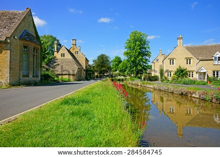 Cotswold cottages near the River Eye on a beautiful summers day in the popular tourist destination of Lower Slaughter, (Its Doomsday book entry was  Sclostre) The Cotswolds, Gloucestershire, U K