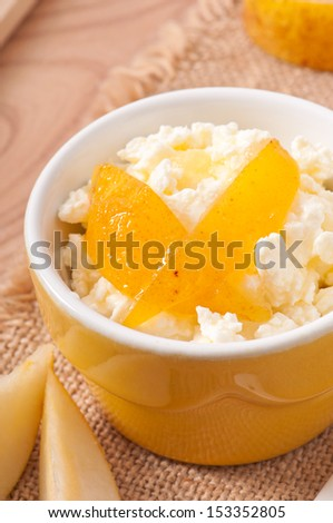 cottage cheese in bowl with pear jam