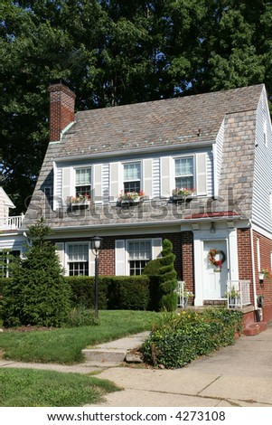 Cottage Style Colonial Home 4