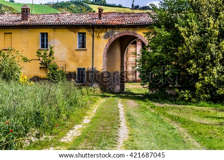 country dirt road in Italy
