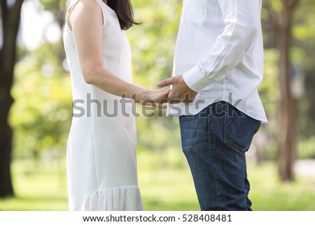 couple Love holding hands in the park