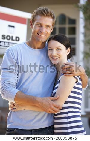 Couple moving house - stock photo