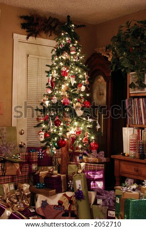Cozy Warm Christmas Holiday Tree With Gifts