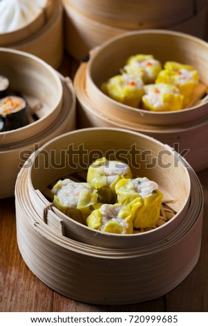 crab dumpling and other dumpling in bamboo contrainer
