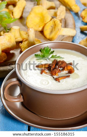 Cream soup with chanterelle mushrooms