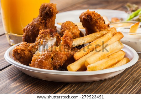 Crisp crunchy golden chicken wings with chips - stock photo