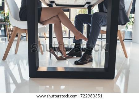 Flirten unterm tisch