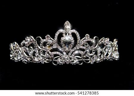 تيجان ملكية  امبراطورية فاخرة Stock-photo-crown-wedding-tiara-diadem-isolated-on-black-background-541278385