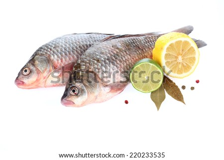 Crucian with lemon and lime