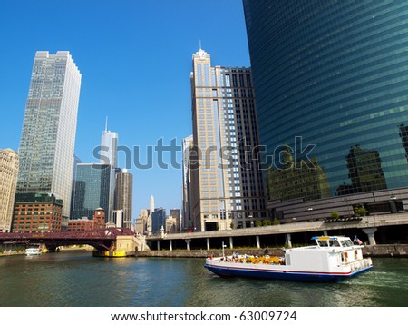 Cruising in the Chicago River