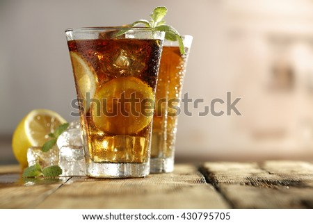 cubes of ice and glasses of tea