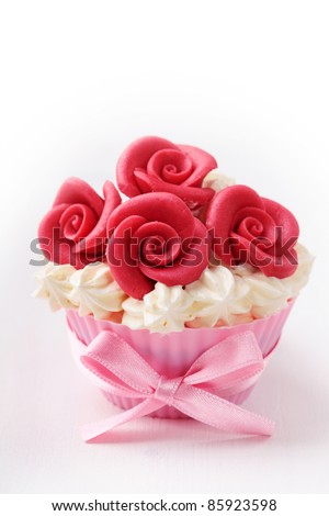 Cup cake with red roses - stock photo