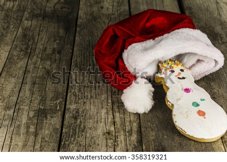 cupcake snowman on old wooden board