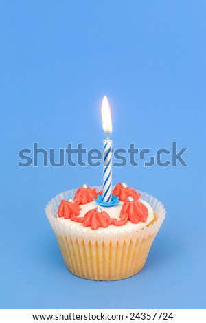 Cupcake symbolising a 1st birthday with blue background