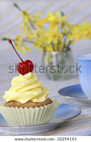 Cupcake with coffee and Daffodils
