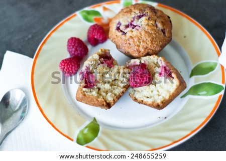 Cupcake with raspberry and cereal