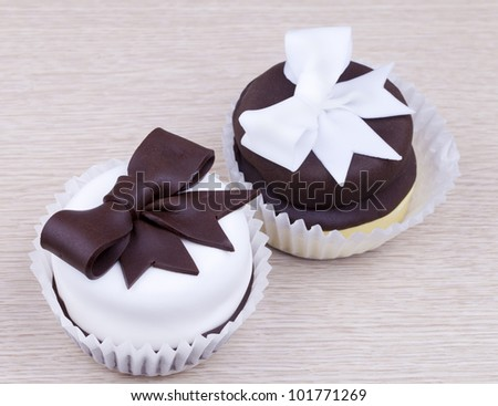 Cupcakes with chocolate bow - stock photo