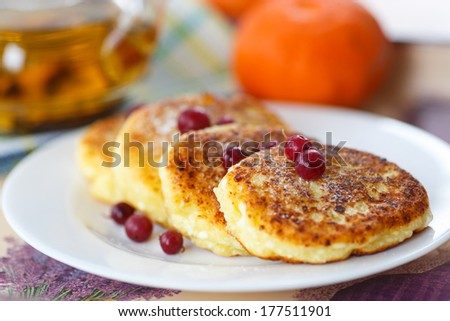 curd cheese pancakes fried with powdered sugar and berries