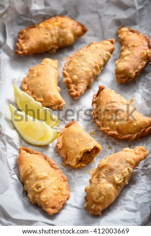 Curry Puff with lemon