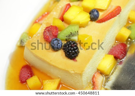 Custard cake topped with fresh fruit