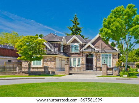 Houses Estates Nicely Landscaped Front Yard Stock Photo