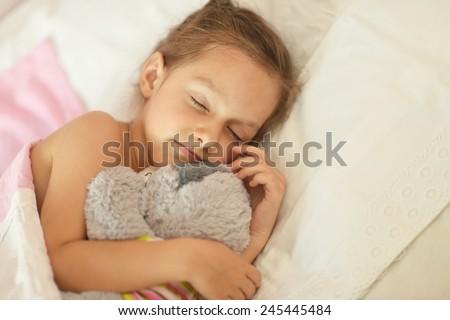 sleeping-young-girl-naked