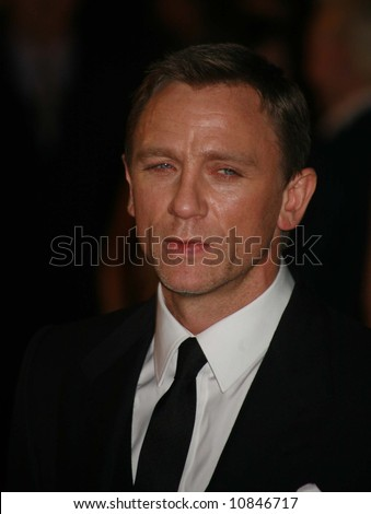 "Daniel Craig arrives at the world premiere of ""The Golden Compass"" at the Odeon Leicester Square on November 27, 2007 in London, England"