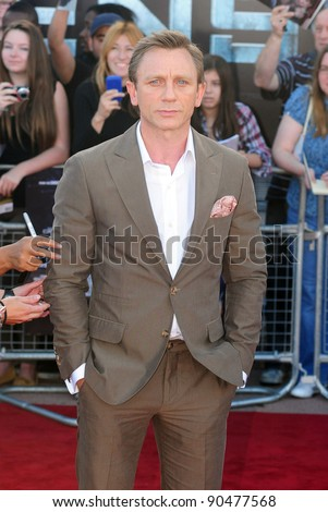 "Daniel Craig arrives for the premiere of ""Cowboys and Aliens"" at the 02 cineworld cinema, London. 11/08/2011 Picture by: Simon Burchell / Featureflash - stock photo"