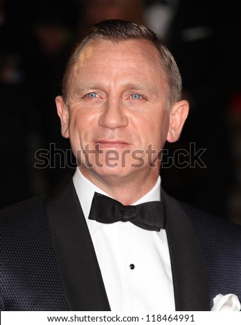Daniel Craig arriving for the Royal World Premiere of 'Skyfall' at Royal Albert Hall, London. 23/10/2012 Picture by: Alexandra Glen