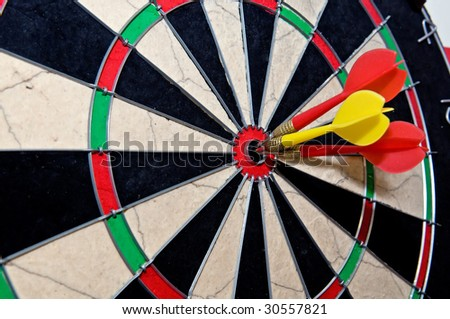 dart arrow bull eye goal hit