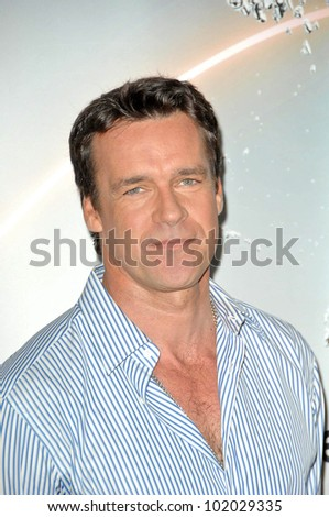 is actor john barrowman gay