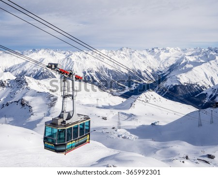 DAVOS, SWITZERLAND - JANUARY 12, A driving cableway in the Parsenn mountains, Davos, Switzerland, 2015 - stock photo