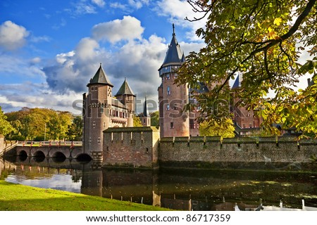 De Haar castle in autumn colors - Holland