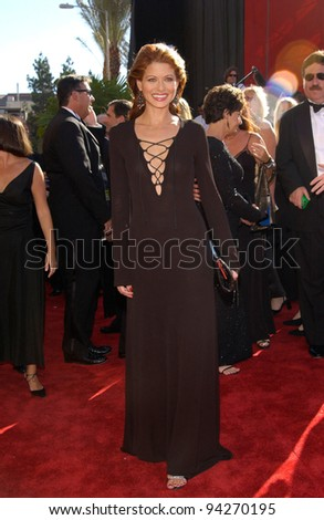 DEBRA MESSING at the 2002 Emmy Awards in Los Angeles. 22SEP2002.  Paul Smith / Featureflash