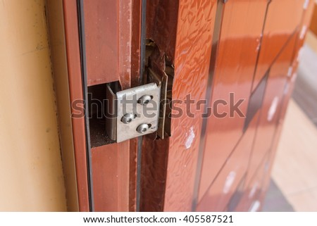 Defects hinged doors have the cheap