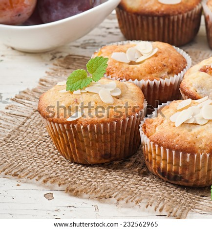 Delicious muffins with plums and almond crumble