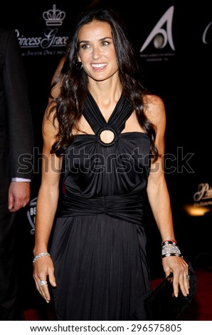 Demi Moore at the Rodeo Drive Walk of Style Award honoring Princess Grace Kelly of Monaco and Cartier in Beverly Hills on October 22, 2009. - stock photo