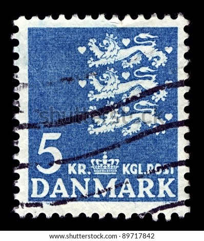 DENMARK-CIRCA 1946:A stamp printed in Denmark shows image of The national coat of arms of Denmark consists of three crowned blue lions accompanied by nine red hearts,  circa 1946.