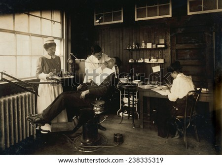Dental work in a hospital, Cambridge, Massachusetts, photograph by Lewis Wickes Hine, February 1, 1917.