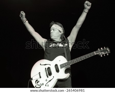 DENVER   AUGUST 13:George Thorogood performs August 13, 2002 at the Comfort Dental Amphitheater in Denver, CO.  - stock photo