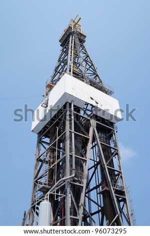 Derrick of Jack Up Drilling Rig (Side View Photo)