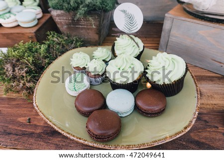 Designer pastry, macaroons and cupcakes. Sweets of a different look at the wedding